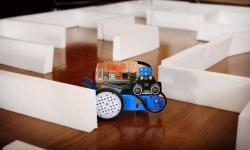 Robot arduino para saír dun labirinto.